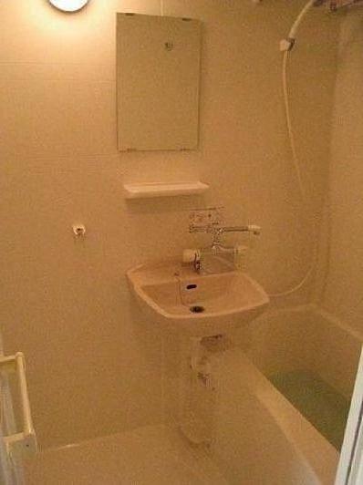 skycoatbathroom.jpg